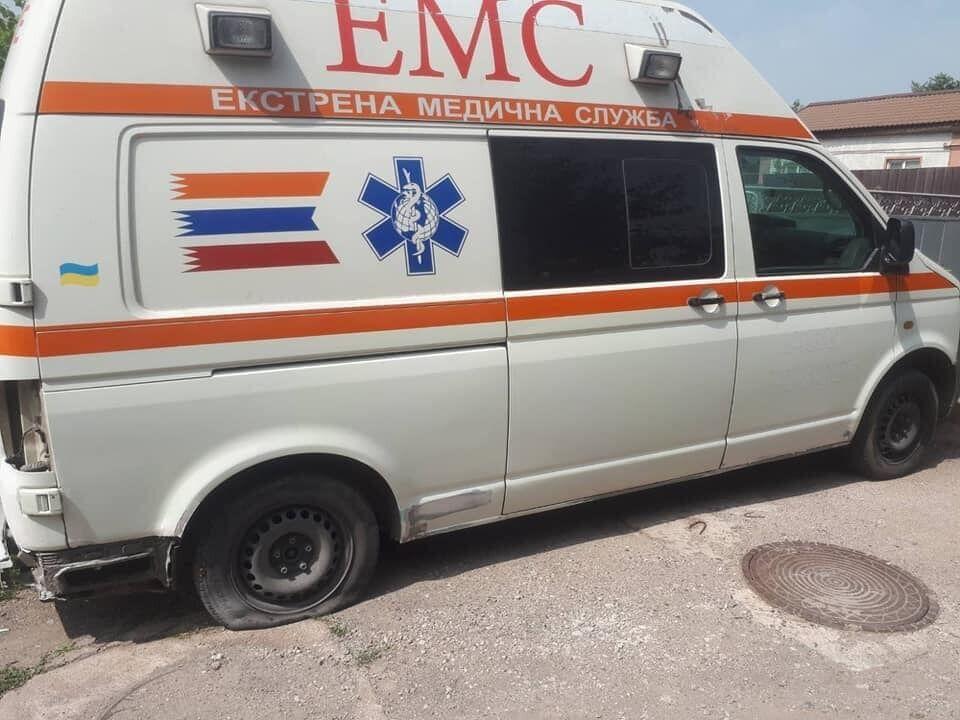 Машине скорой помощи пробили колеса