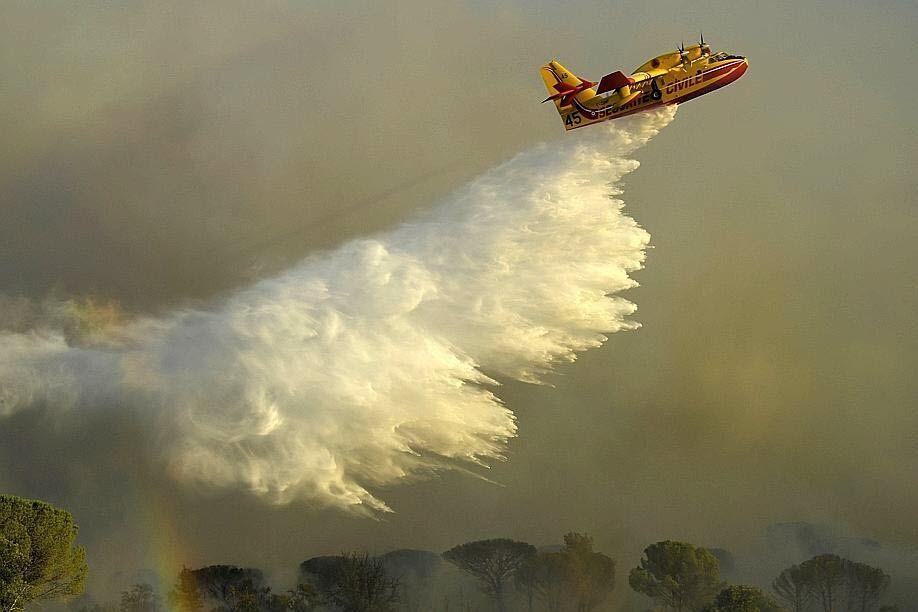 Рятувальники намагаються контролювати пожежу