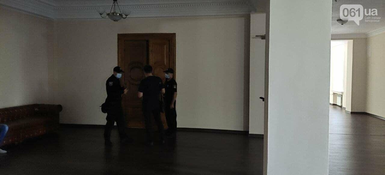 Полиция в здании Запорожского горсовета
