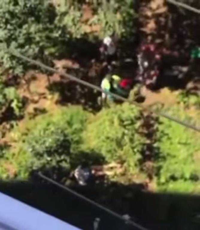 Девушка упала на открытый участок под домом