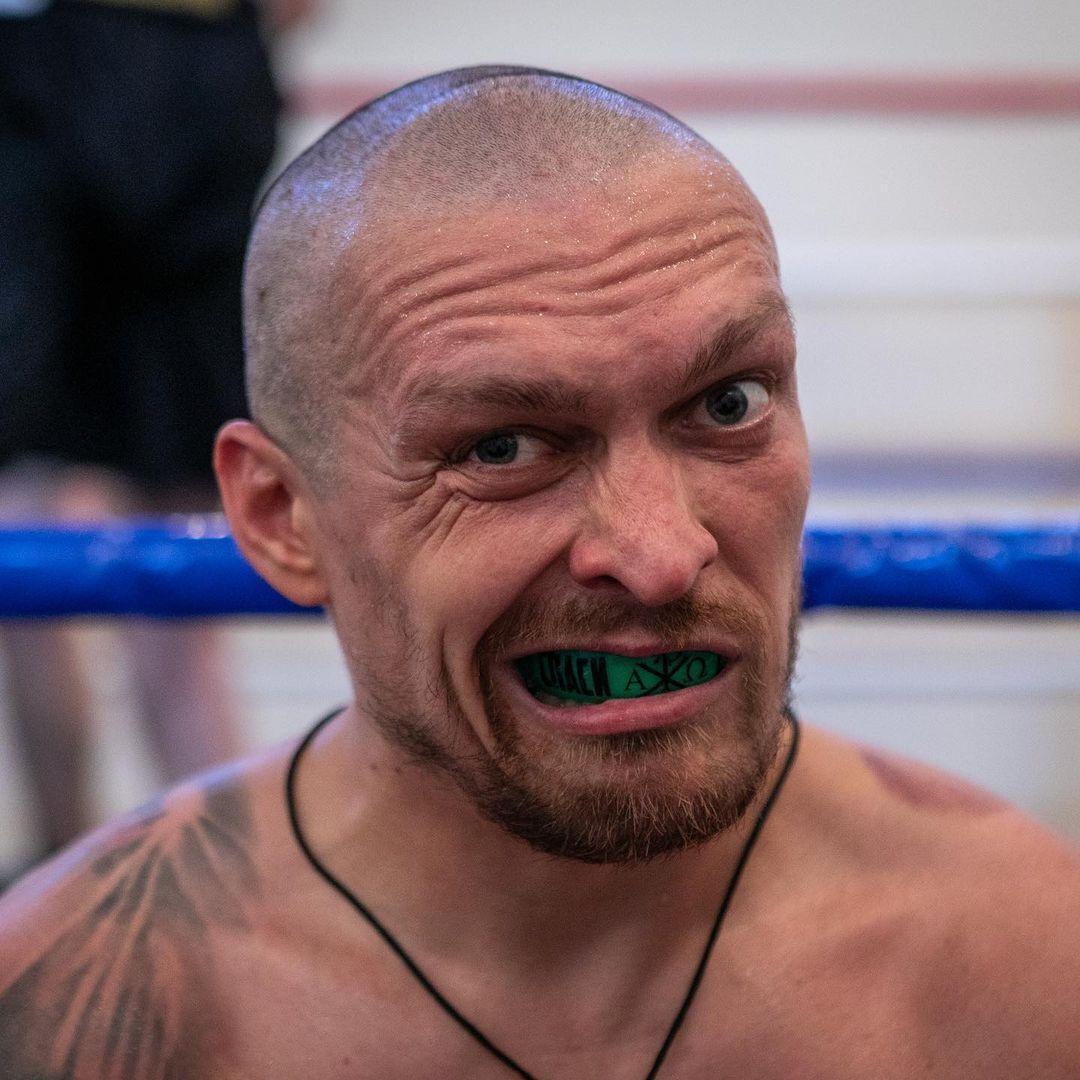 Олександр Усик в тренувальному таборі.
