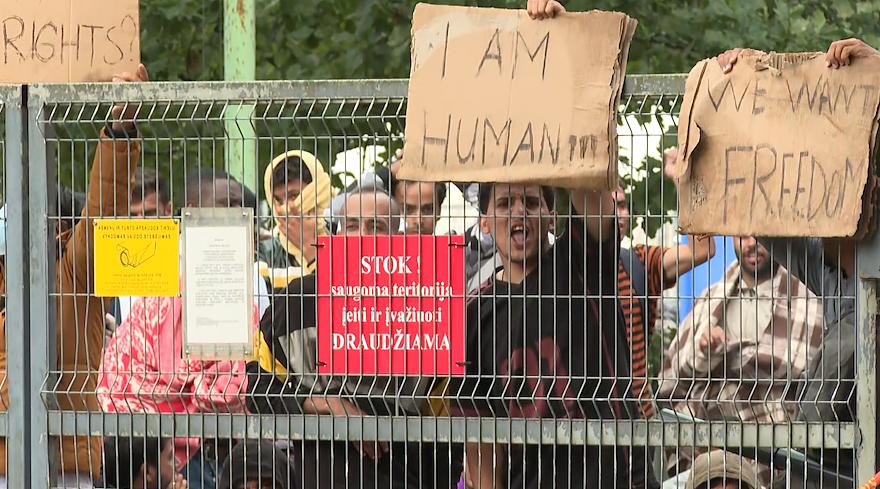 Беспорядки в палаточном городке мигрантов