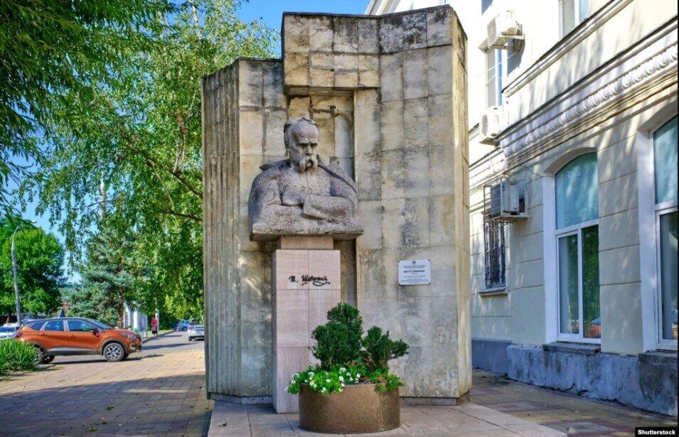 Кубань. Пам'ятник Тарасу Шевченку в Краснодарі, встановлений у 1980 році. Фото 2019 року