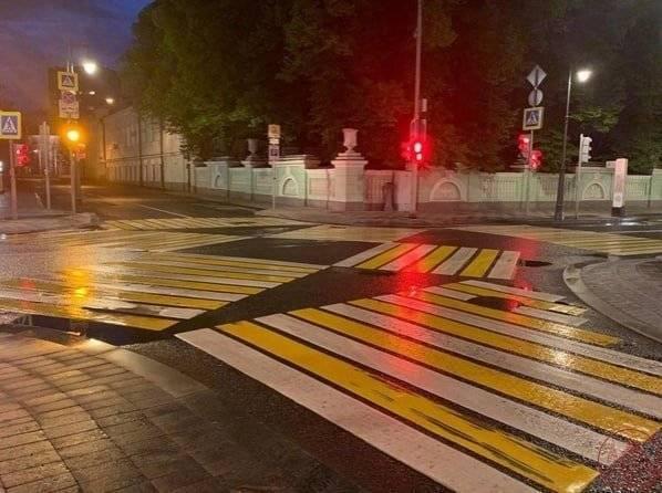 Пешеходы на дороге главные.