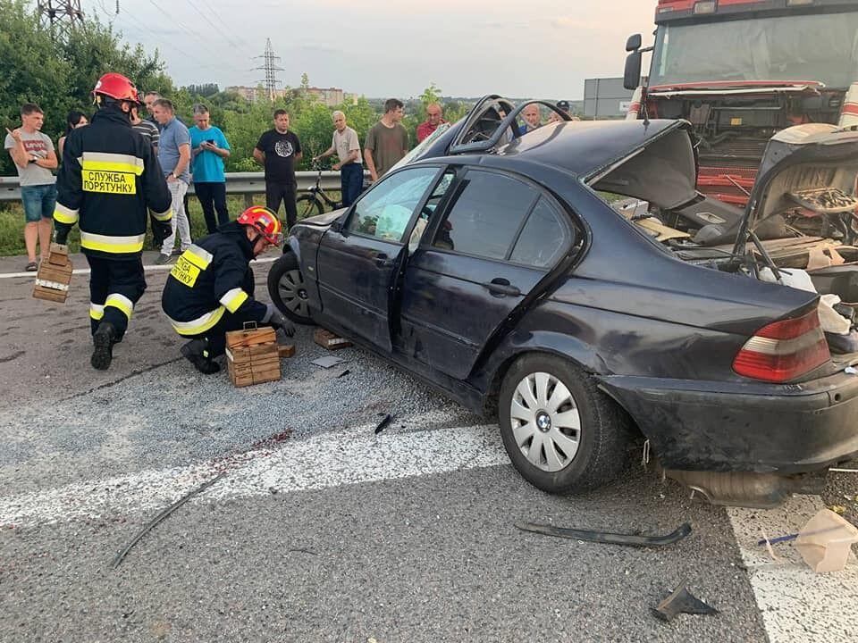 Рятувальники допомогли деблокувати з авто загиблу й постраждалого