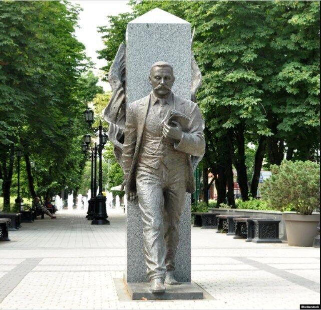 Пам'ятник Федору Щербині на Кубані в місті Краснодарі. Федір Щербина (1849–1936) – український статистик, економіст, соціолог, громадський діяч та історик Кубані