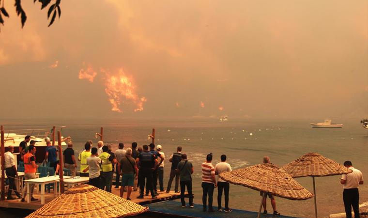 Из-за пожаров погибли 8 человек.