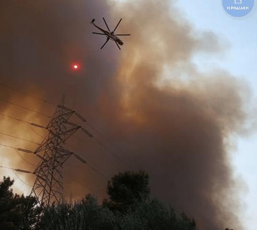 Рятувальники Греції гасять пожежі.