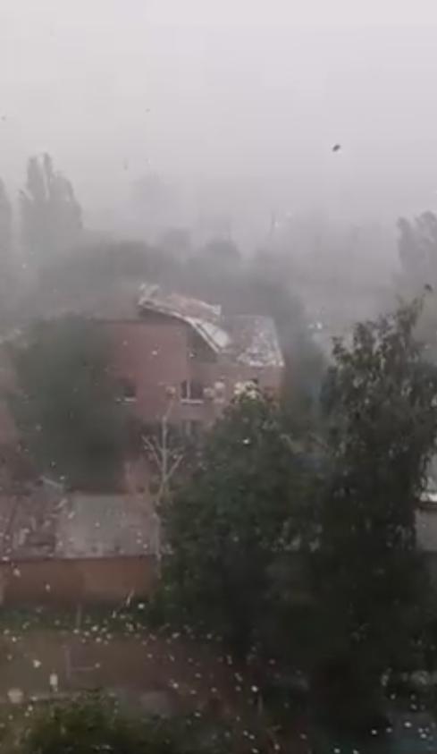 Ураган сорвал крышу с суда в Первомайске.