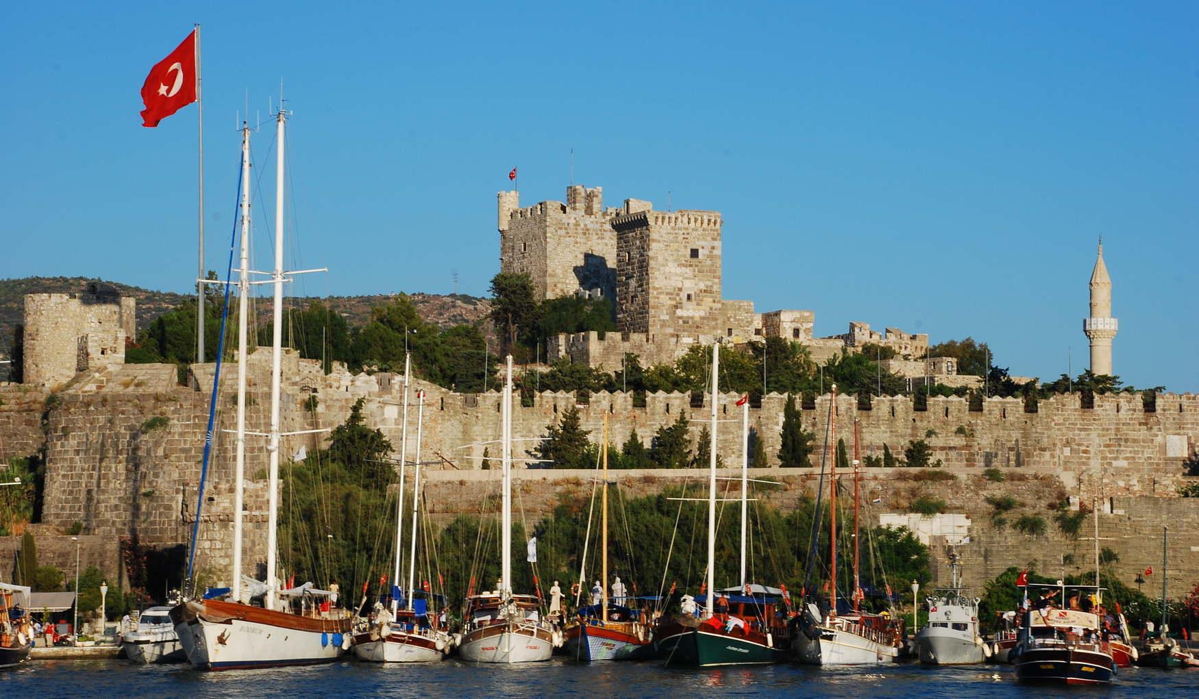 Замок Святого Петра є символом Бодрума, тому він часто зображений на магнітах та інших місцевих сувенірах