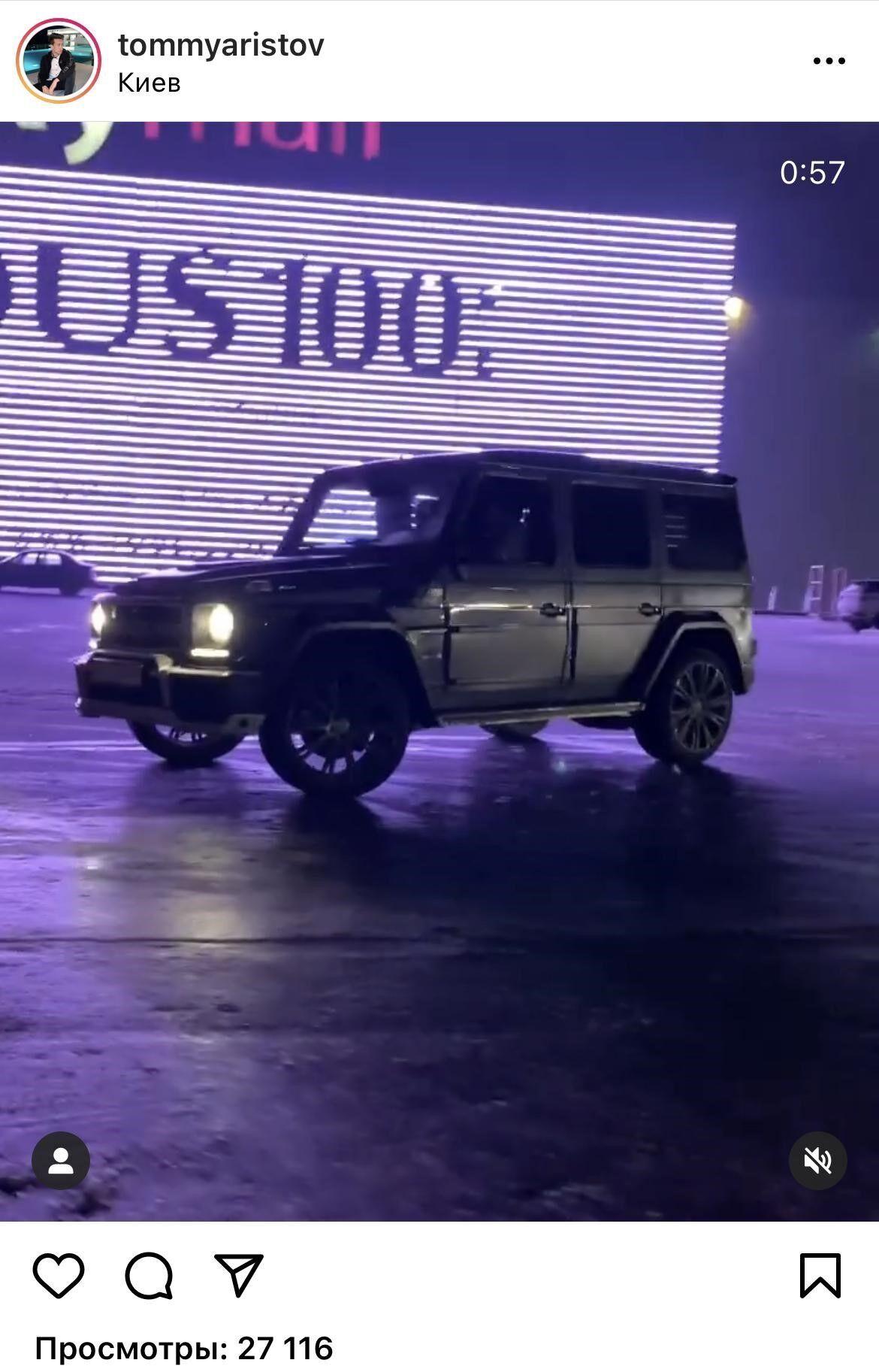 """Аристов-молодший """"дрифтує"""" на парковці київського ТРЦ на автомобілі Mercedes Gelenvagen"""