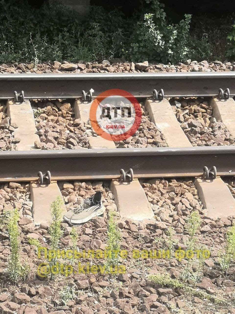 Погибший не заметил второй поезд.