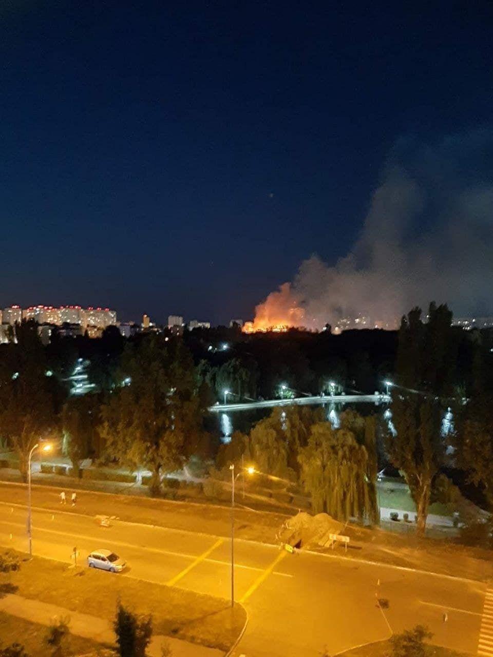 В Броварах загорелась пятиэтажка.