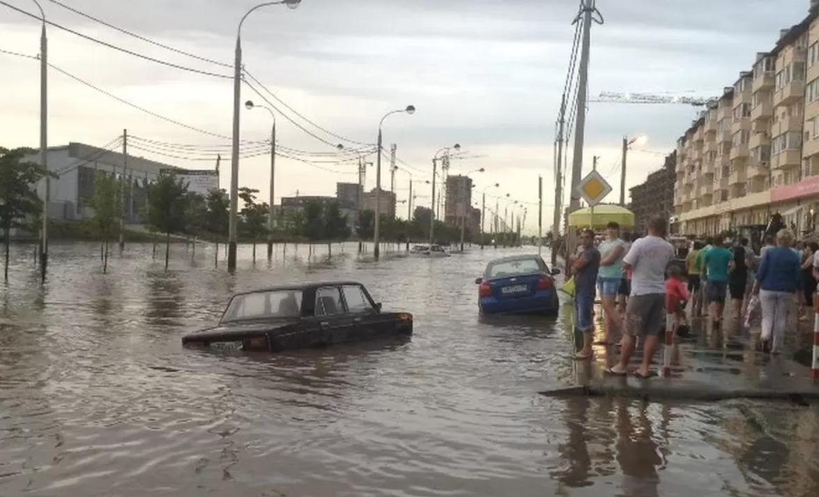 Вода затопила улицы