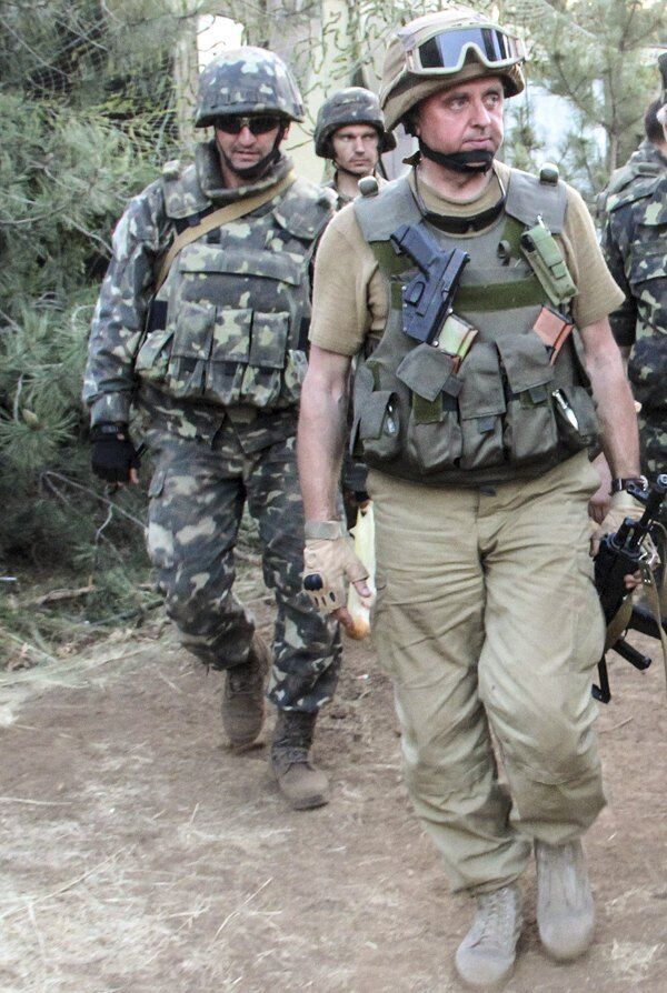 Гордийчук (слева) и Виктор Муженко. Август 2014