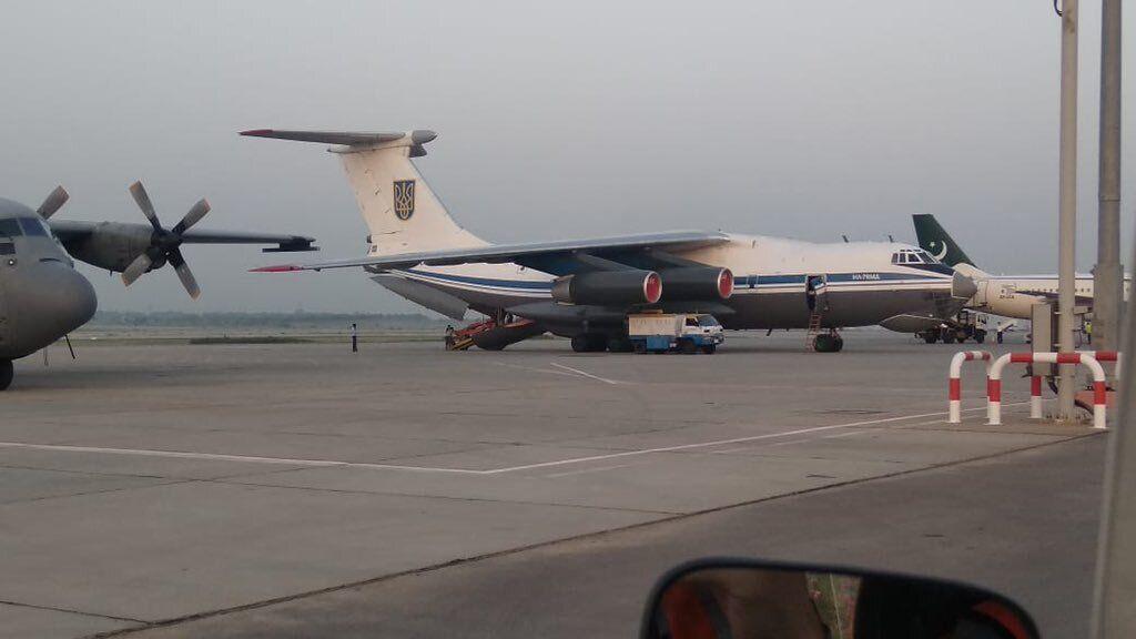 Український Іл-76МД в Ісламабаді.