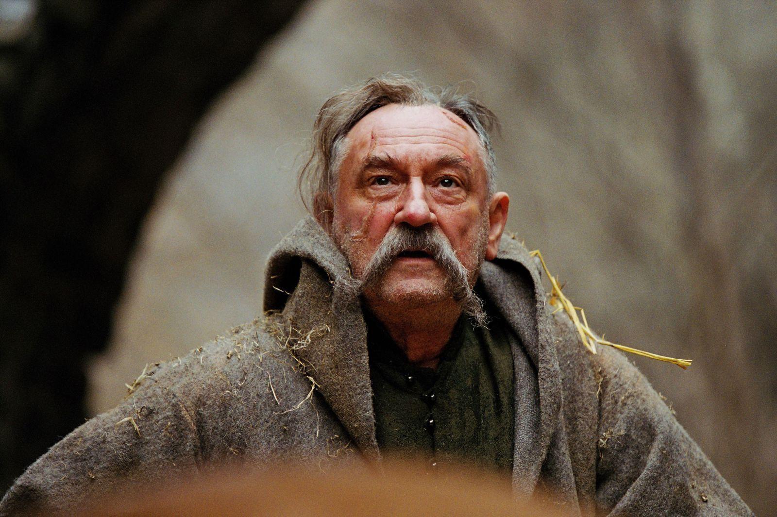 Богдан Ступка зіграв більше 50-ти ролей на театральній сцені і близько ста – в кіно