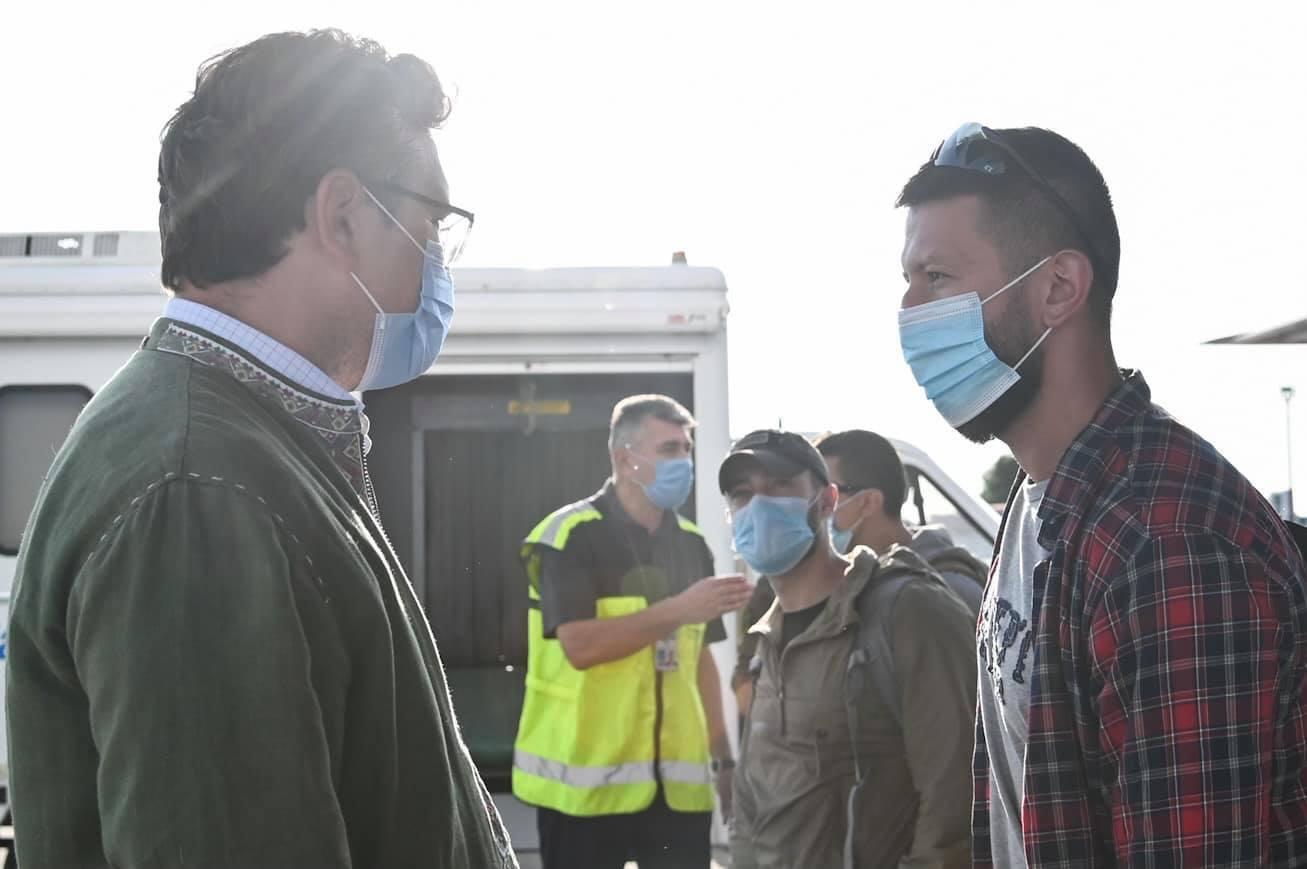 Кулеба поговорив з одним із 12 українців, евакуйованих з військової бази під Кабулом.