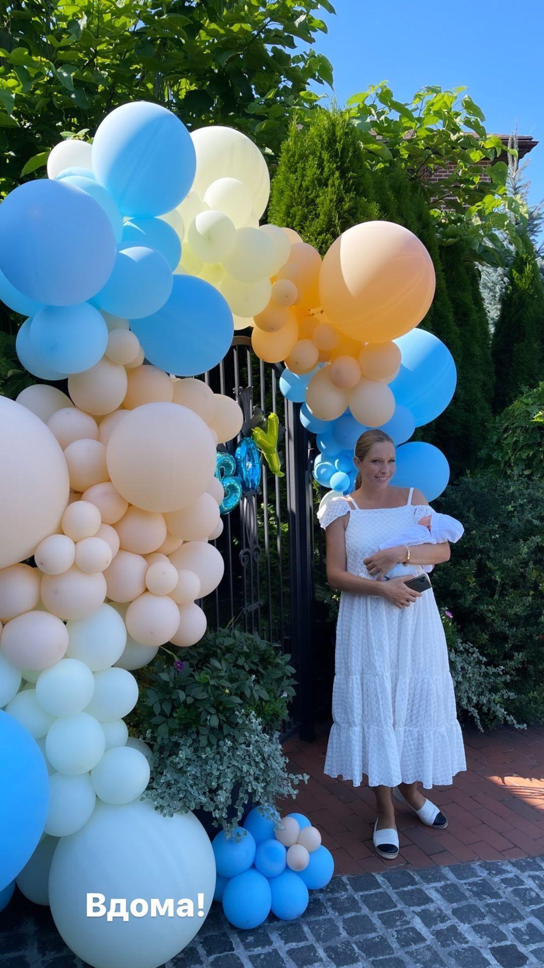 Катю Осадчую выписали из клиники после родов