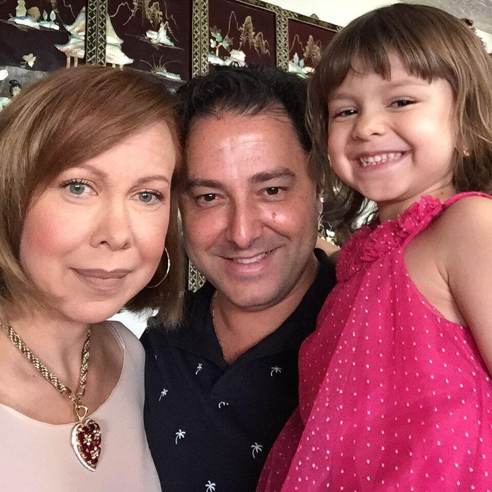 Баюл с мужем и дочкой (2021 год)