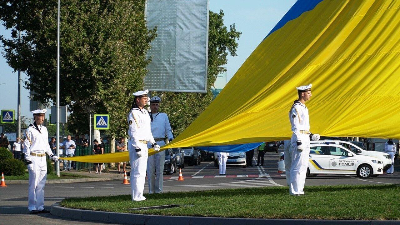 Найбільший прапор Одещини буде видно зі всіх під'їздів до аеропорту