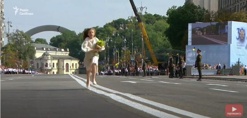 Зеленский прослезился во время парада ко Дню Независимости. Видео