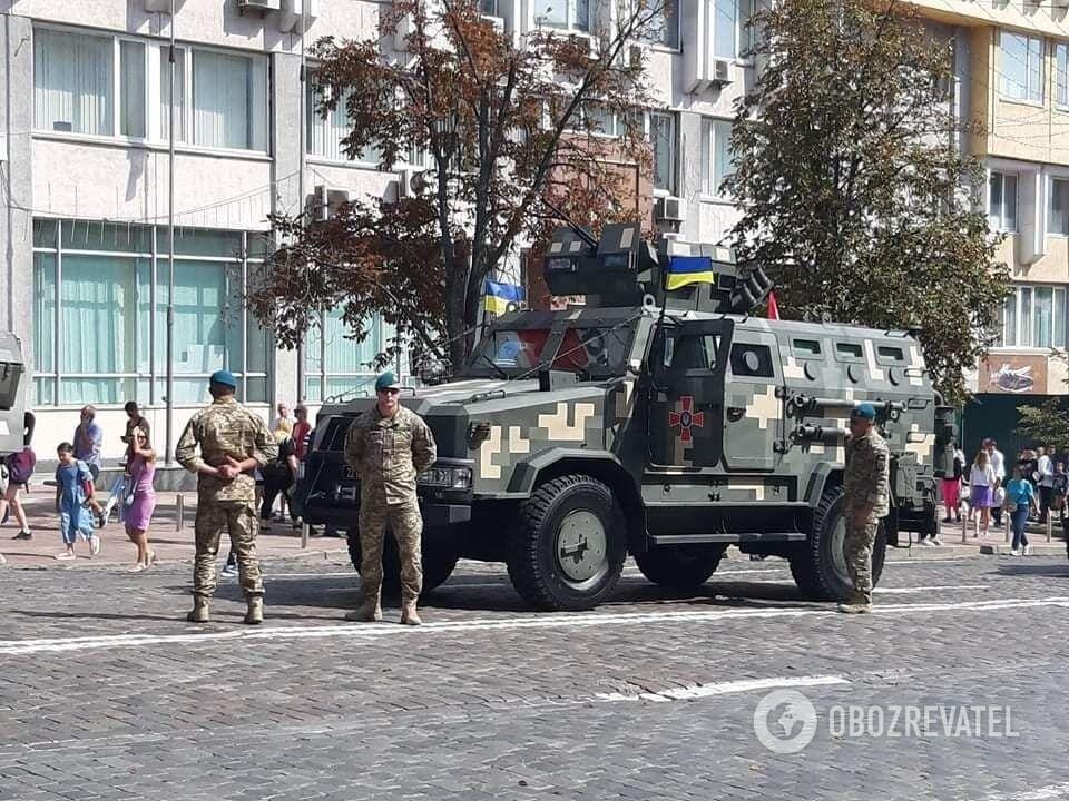 Військова техніка покидає Хрещатик.