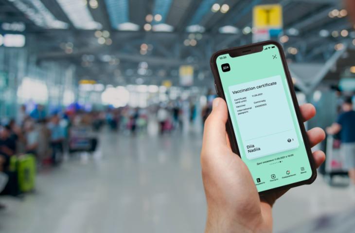 Маючи ковід-сертифікат, перед поїздкою за кордон потрібно уточнити умови в'їзду на сайті МЗС конкретної країни, оскільки вони часто змінюються.