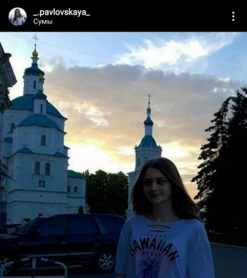 Дівчина навчається в Сумському державному університеті