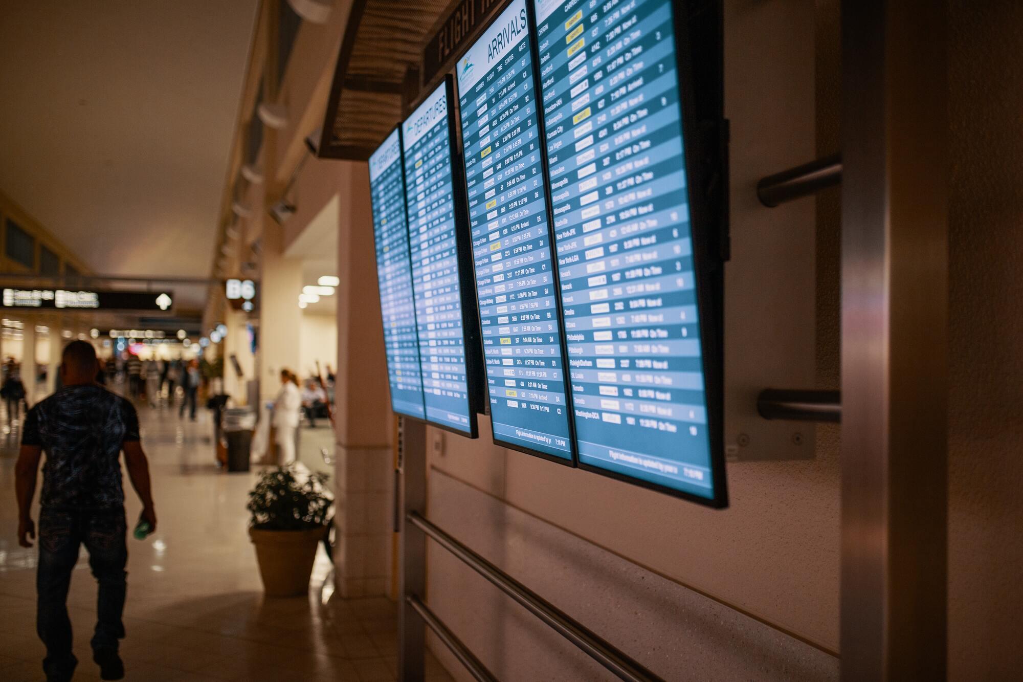 В аеропорту можна дізнатися інформацію про рух повітряних суден