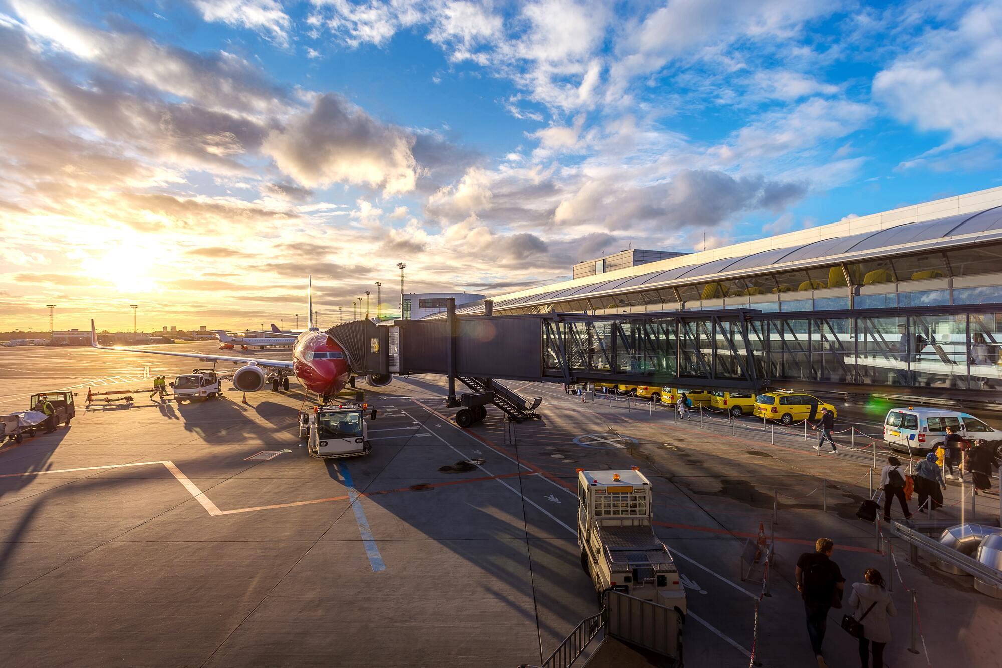 Якщо літак сідає не в зазначеному в квитку аеропорту, то пасажирів з багажем перевозять безкоштовно