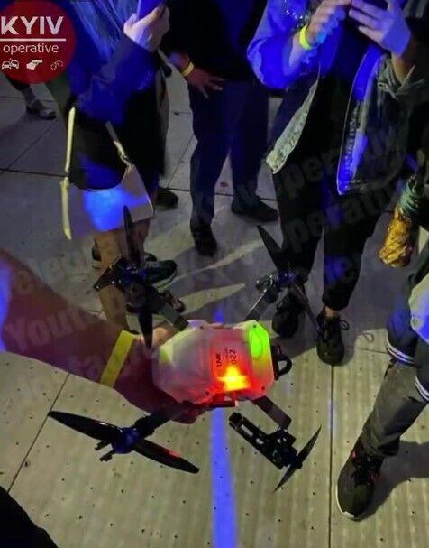 Люди показали дрон, который упал им на голову.