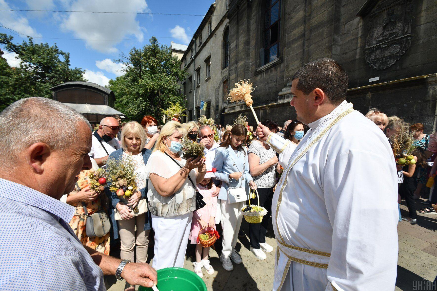 На Третій Спас віряни йдуть до церкви, щоб помолитися і освятити дари природи