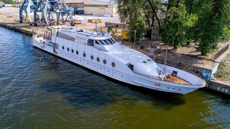 """Яхта """"Аталанта"""" относится к классу мега-яхт."""