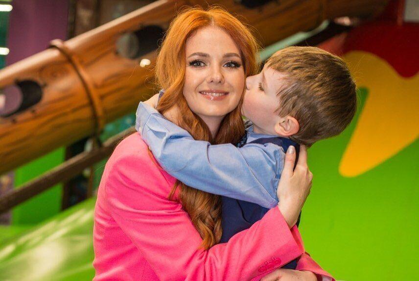 Лена Катина с сыном.