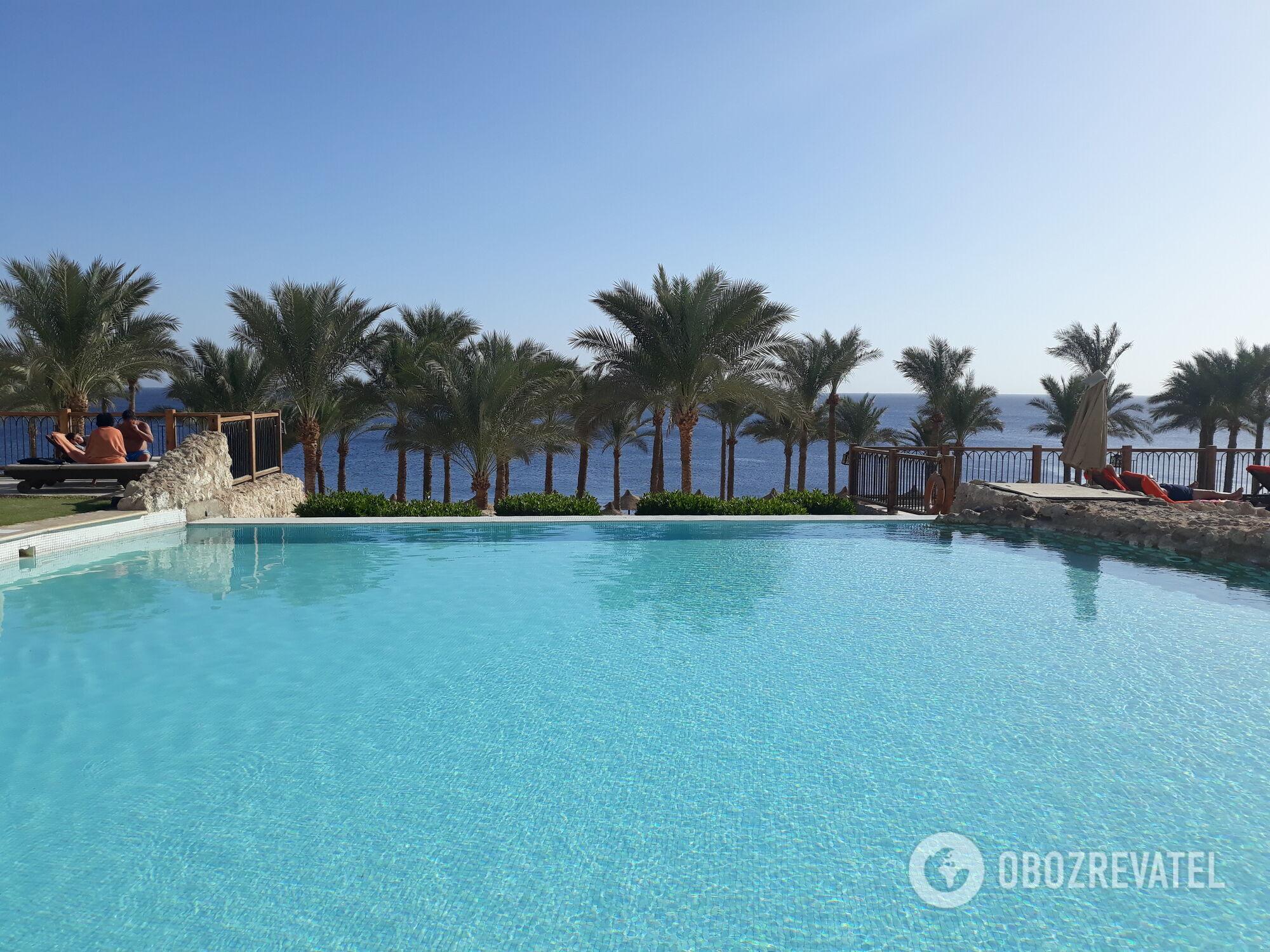 Тем, кто не умеет плавать, в Египте может быть скучно, если не подобрать отель с пологим спуском в воду