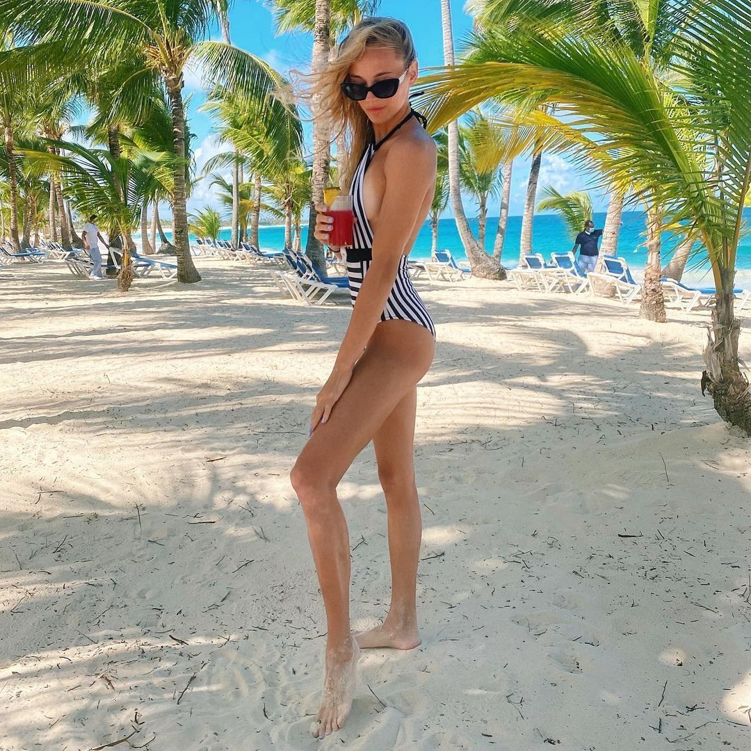 Дарья Белодед на пляже