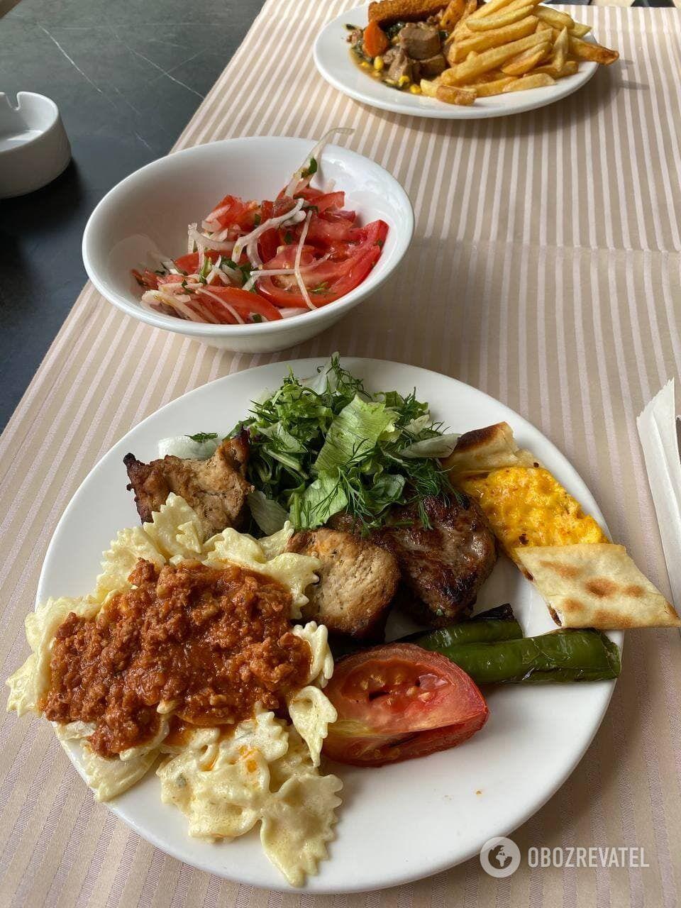 В Турции больше выбор блюд на шведском столе и вкуснее еда