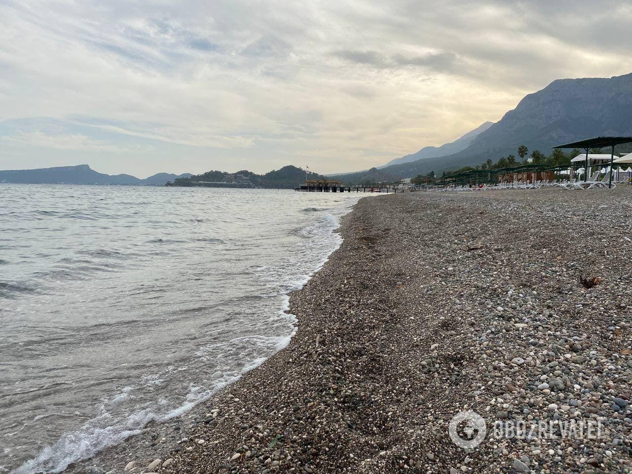 Пляжи Кемера усеяны галькой