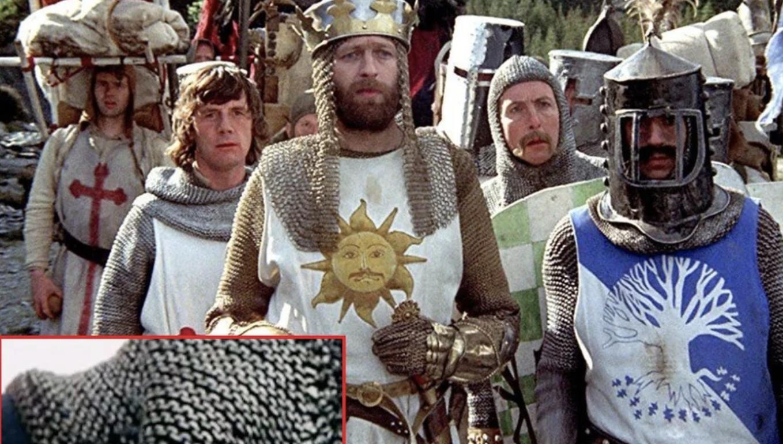 """В фильме """"Монти Пайтон и Священный Грааль"""" костюм у воинов из пряжи."""