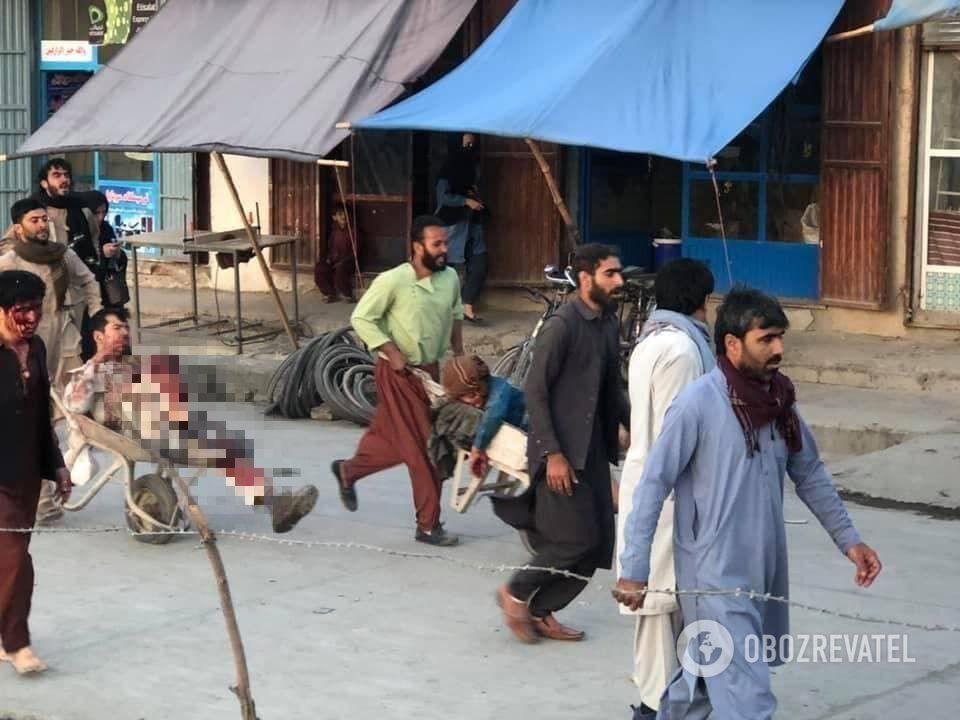 Наслідки вибуху в Кабулі.