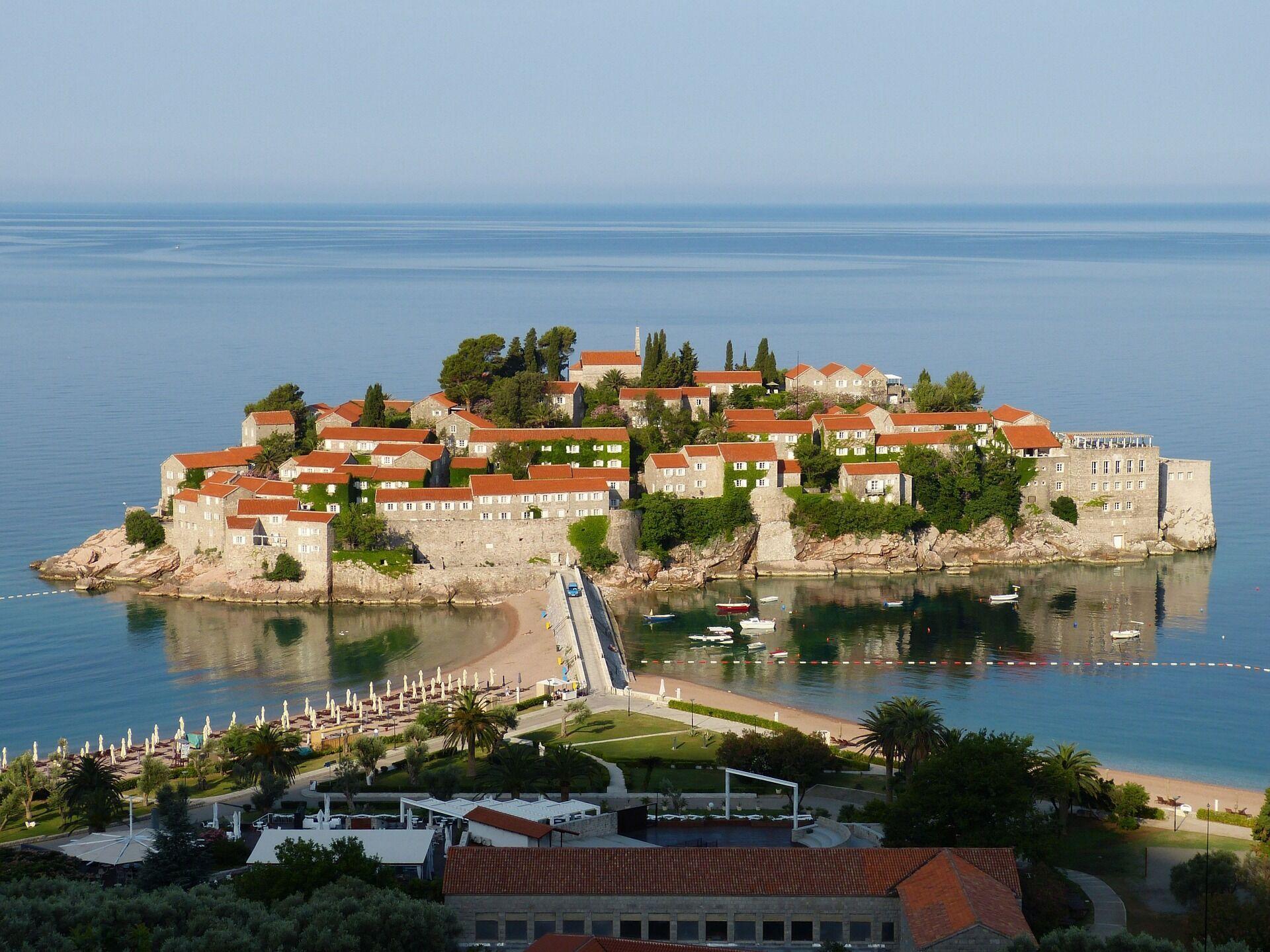 В Черногории туристический сезон заканчивается в сентябре