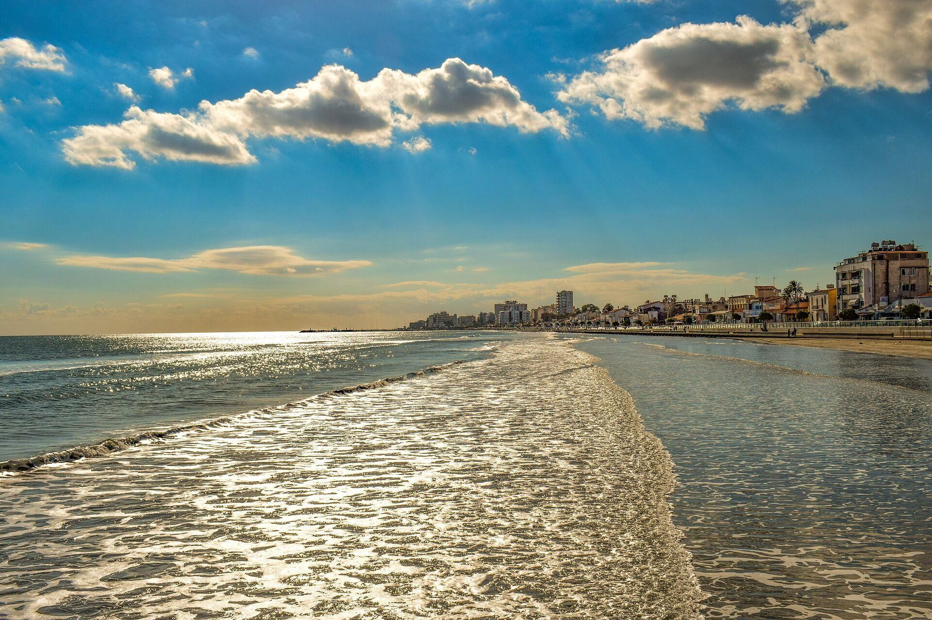На Кипре в октябре температура воздуха снижается до +26 градусов