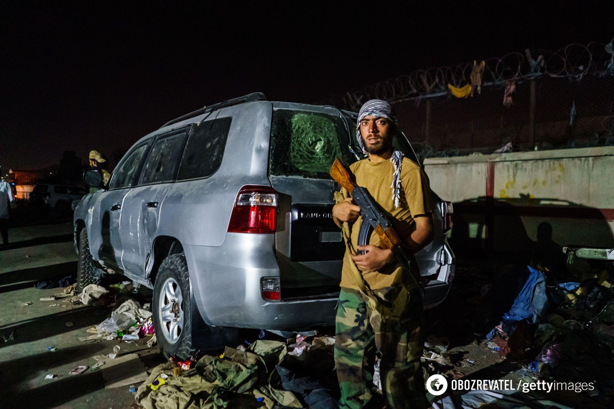 Испуганный талиб в Кабуле.