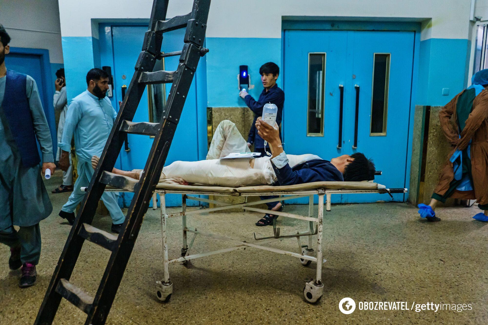 Пострадавшие при взрывах в больнице.