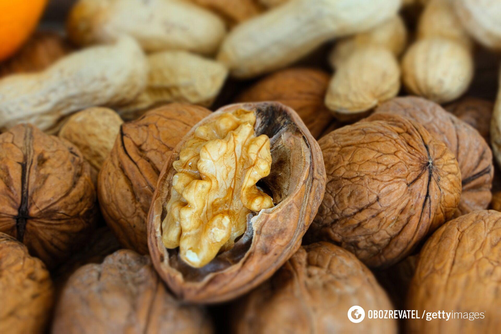 Скільки потрібно з'їдати в день горіхів