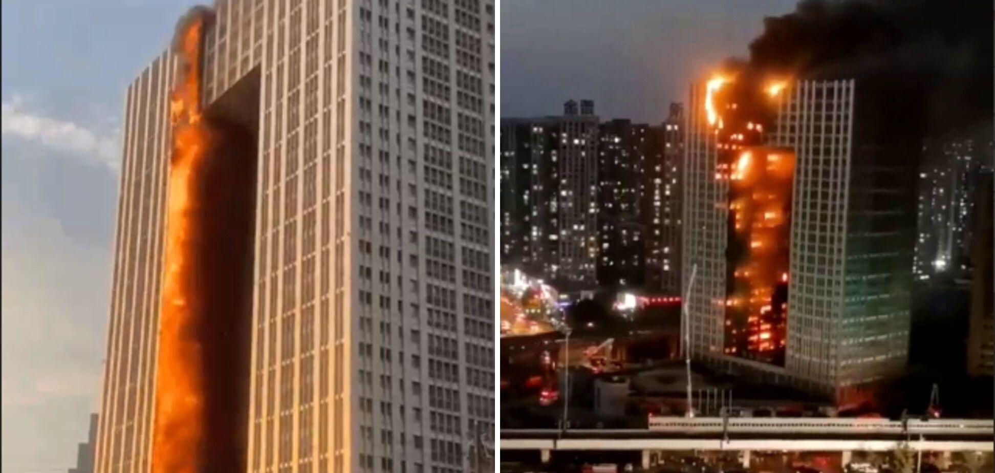 Огонь охватил почти все здание.