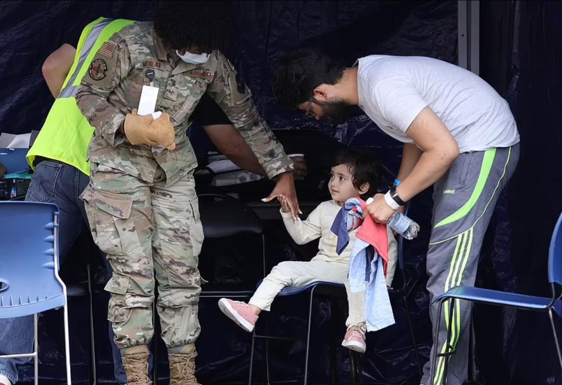 Многих детей эвакуировали без родителей.