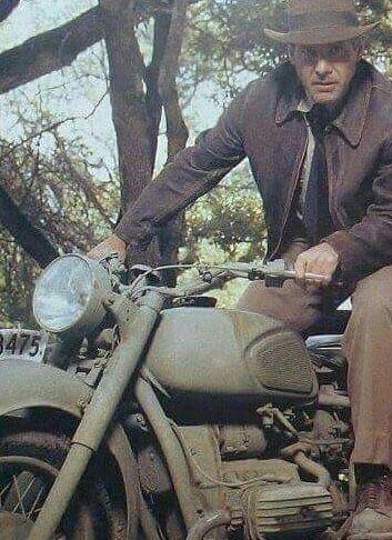 Индиана Джонс на мотоцикле Днепр МТ-11.
