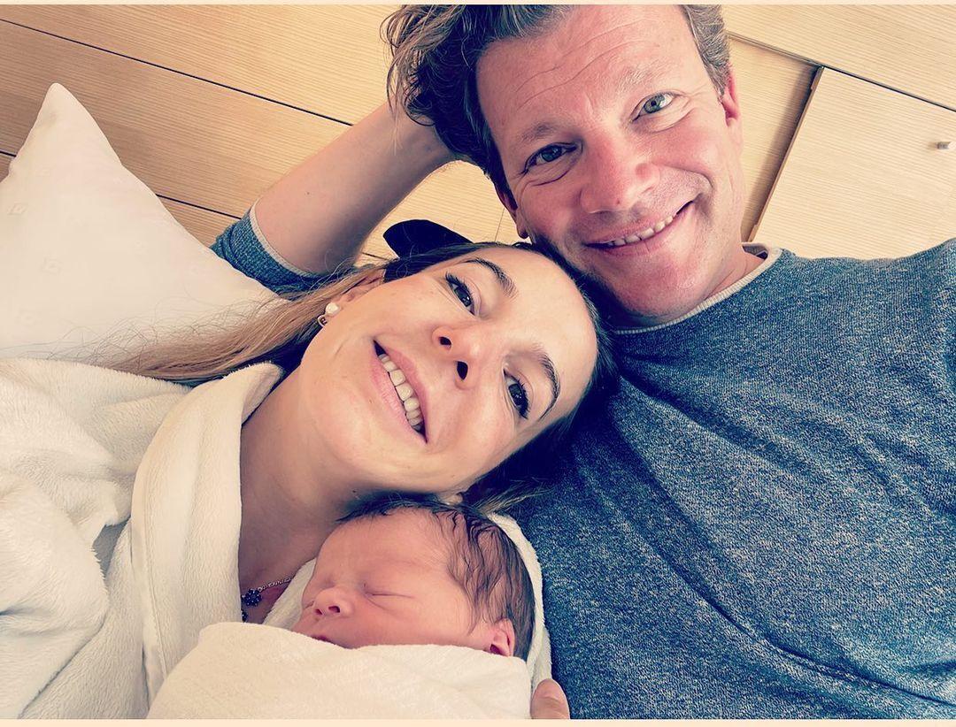 Тесси и Фрэнк вместе с новорожденным сыном.